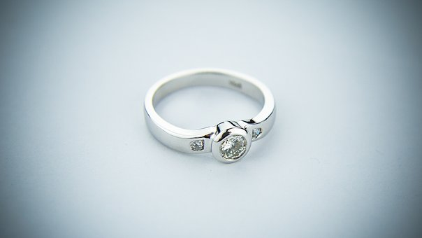engagement-ring-2093824__340